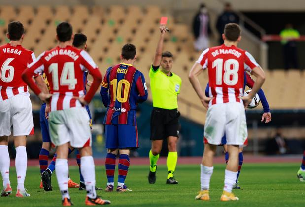 Lionel Messi krijgt zeldzaam rood tijdens verlies tegen Bilbao in Super Cup