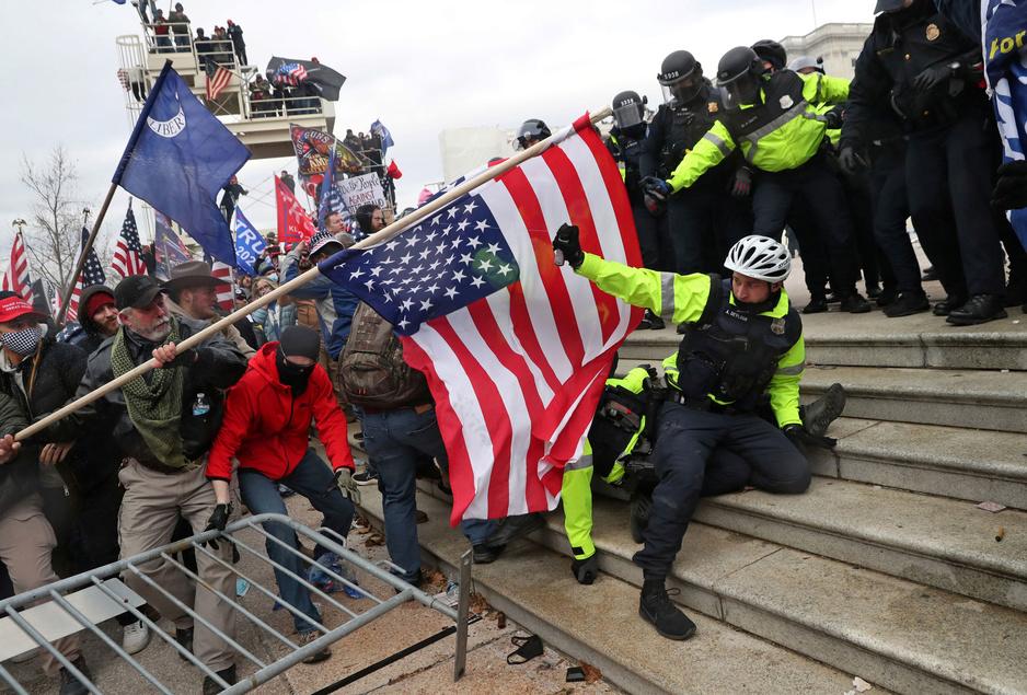 Bestorming Capitool: blunders, een afleidingsmaneuver, politie in beide kampen