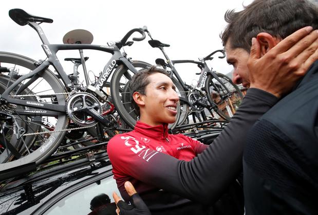 """Dans le chaos, Egan Bernal est le nouveau maillot jaune du Tour, Alaphilippe """"battu par plus fort"""""""