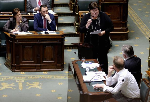 Kamercommissie keurt volledig verbod op tabaksreclame goed