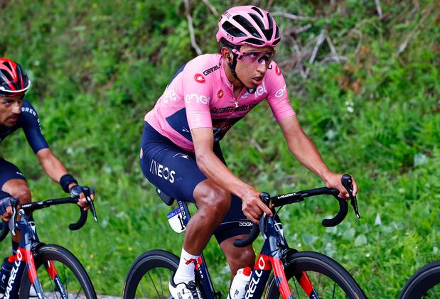 Giro: Egan Bernal conforte son maillot rose