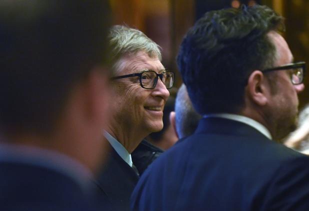 """Bill Gates, vaccins, 5G... : les thèses complotistes de plus en plus """"virales"""""""