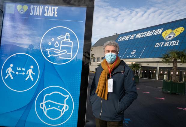 Heysel: trois heures d'attente devant le centre de vaccination