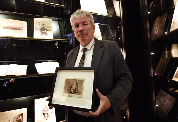 Trois photographies inédites attribuées au poète Arthur Rimbaud dévoilées