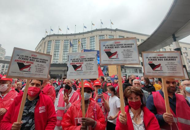 Journée sociale agitée pour la Vivaldi, 15.000 manifestants selon la FGTB, 7.000 pour la police