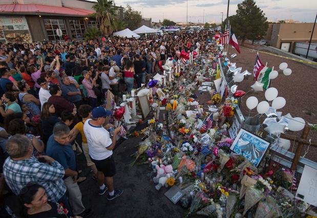 Visite critiquée de Trump sur les lieux des fusillades