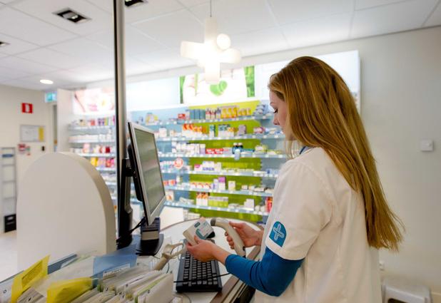 Minister Beke wil apothekers laten vaccineren