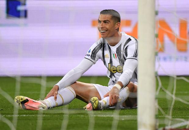 Ronaldo scoort hattrick en breekt record van Pelé