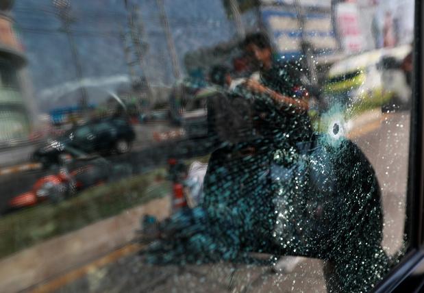 """Vingt-sept morts, dont l'assaillant, dans une tuerie """"sans précédent"""" en Thaïlande"""