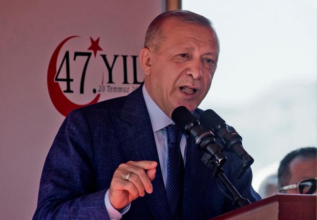 """Erdogan appelle à ne pas imposer """"des conditions dures"""" aux talibans"""