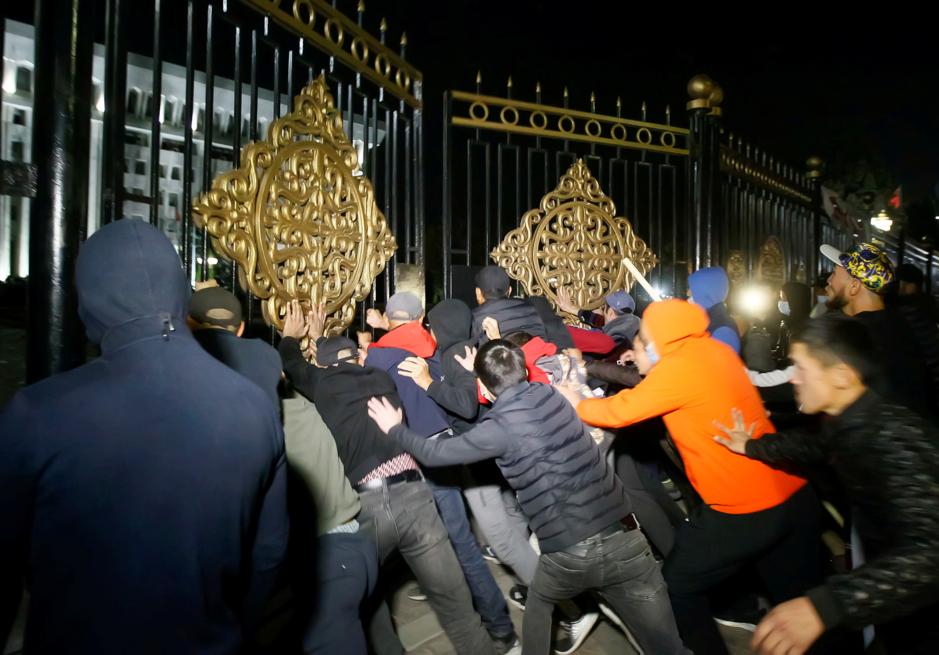 Opstand in Kirgizië: 'Het lijkt op het laatste seizoen van een geschifte TV-serie'