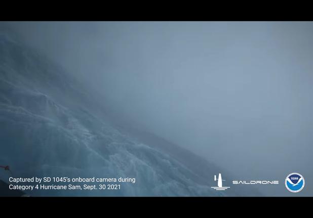 Zeedrone filmt orkaan van binnenuit (video)