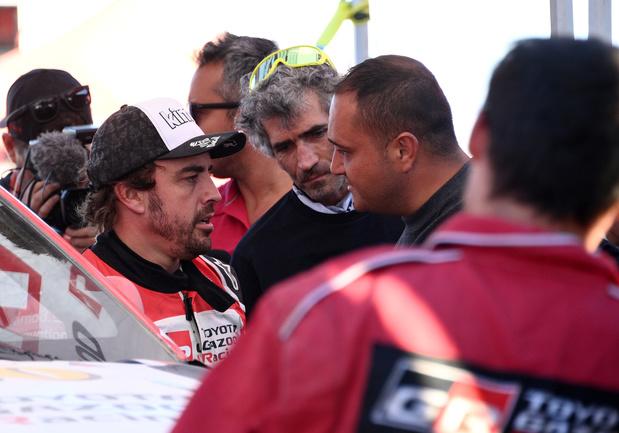 """Fernando Alonso victime d'une roue arrachée au Dakar: """"Le seul objectif, c'est de terminer"""" (vidéo)"""