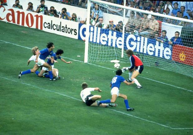 """""""Une blessure dans le coeur des supporters"""": décès de Paolo Rossi, héros italien du Mondial 82"""