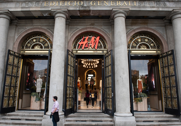 Donkere wolken pakken samen boven H&M: voor miljarden aan onverkochte stock en dalende winst