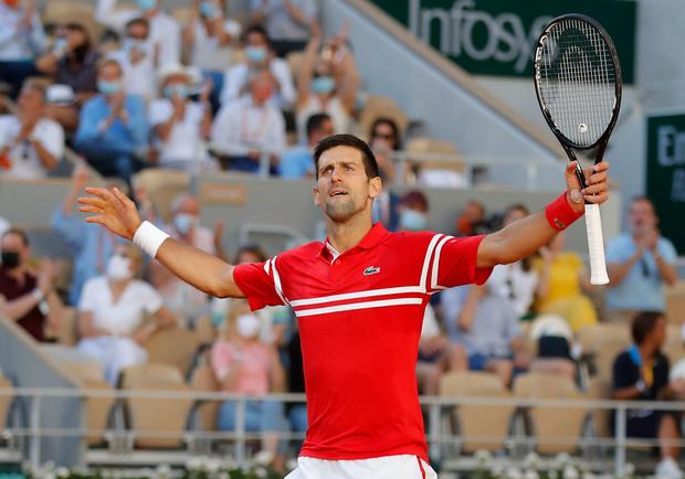Djokovic wint negentiende grandslamtoernooi na vijfsetter tegen Tsitsipas
