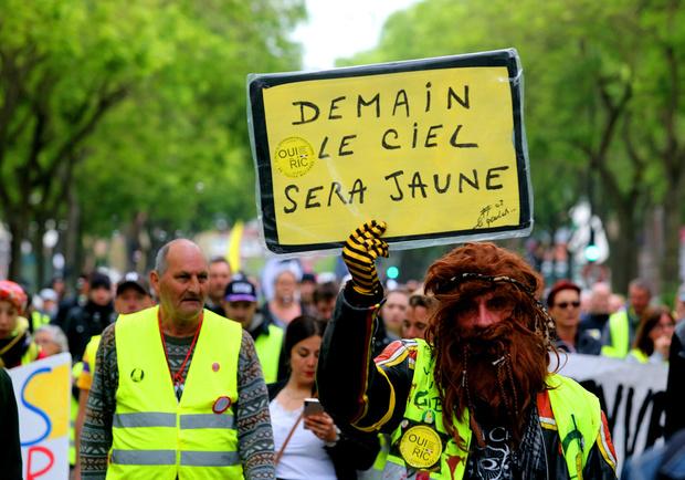 """Les """"gilets jaunes"""" dans la rue en France, à la veille des européennes"""