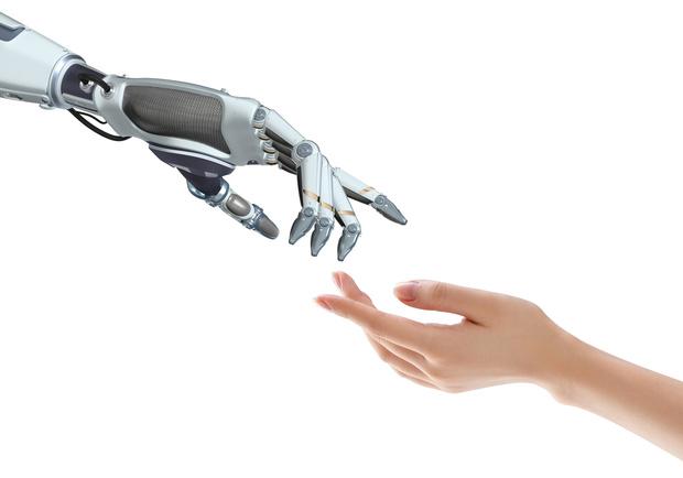 Wat kunnen organisaties doen om vooroordelen tegen AI te verminderen?