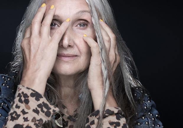 """Caroline Ida Ours, la mannequin """"sexygénaire"""""""