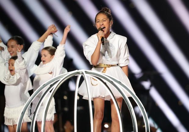 Choreografen van de Super Bowl voeren kinderen in kooien op: een politiek statement of niet?