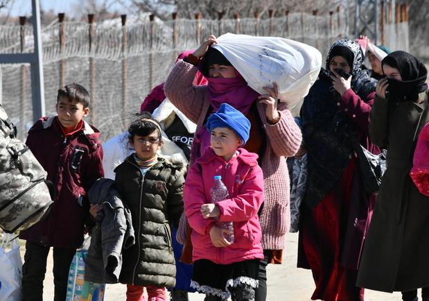 """En Grèce, un """"canon sonore"""" pour repousser les migrants crée la polémique"""