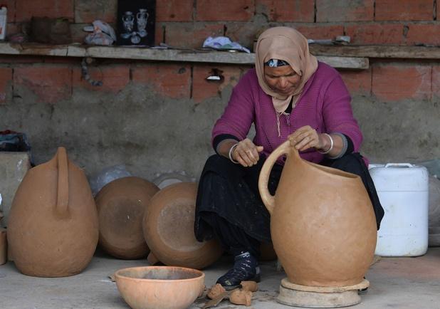 Les poteries de Sejnane, en Tunisie, un savoir-faire millénaire transmis de mère en fille