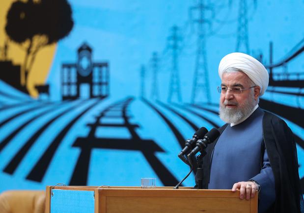 Nucléaire iranien: Rohani défend la carte diplomatique face aux critiques