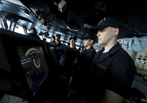 La marine américaine veut en revenir aux boutons pour remplacer les écrans tactiles