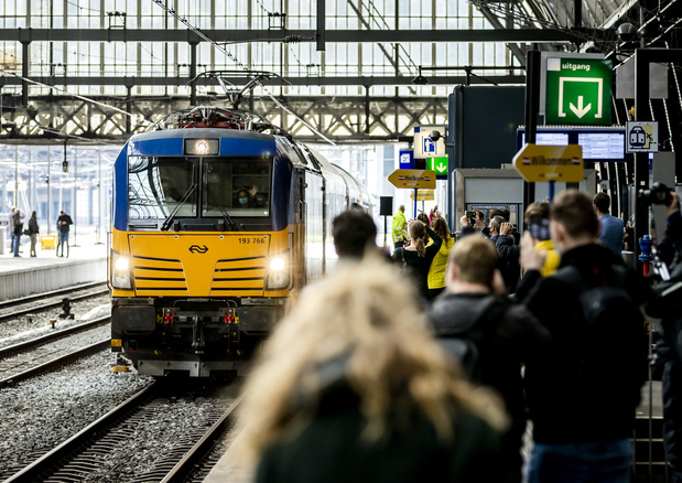 Treinverkeer in vrijwel heel Nederland tijdelijk stil door storing