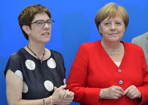 Allemagne: la dauphine de Merkel nommée ministre de la Défense