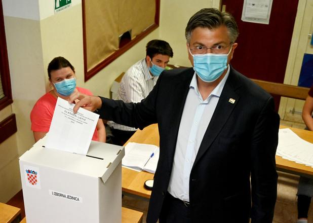 """Élections en Croatie: les conservateurs sortants revendiquent une """"grande victoire"""""""