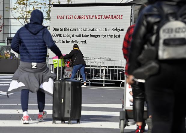 Brussels Airport: cohue et non respect répété des mesures sanitaires