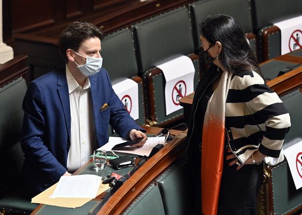 Neutralité et voile: quand De Smet et Bouchez argumentent au sujet de... leur défaite