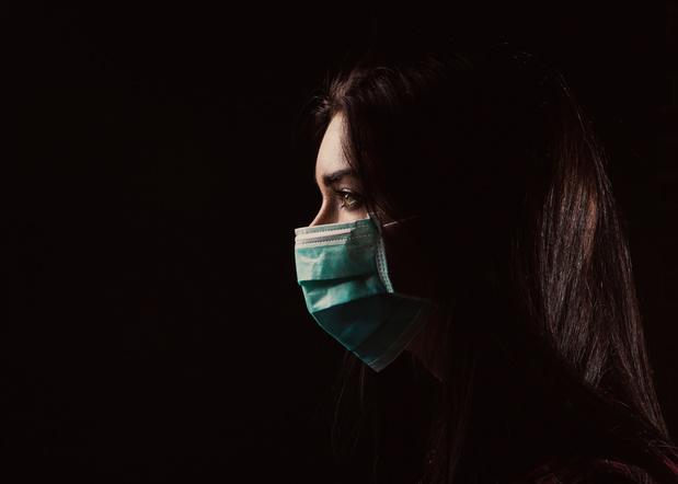 Les femmes souffrent davantage de la crise sanitaire, souligne un rapport