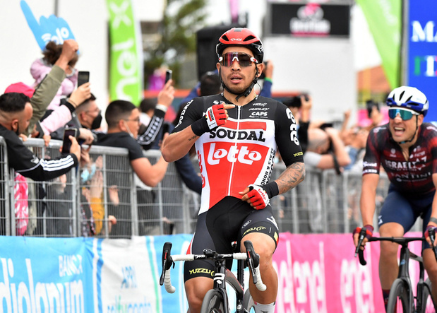 Caleb Ewan opnieuw aan de winst in sprintetappe Giro