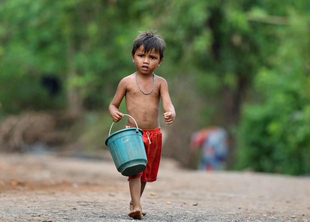 Dans la sécheresse d'Inde, le ballet des camions-citernes d'eau (en images)