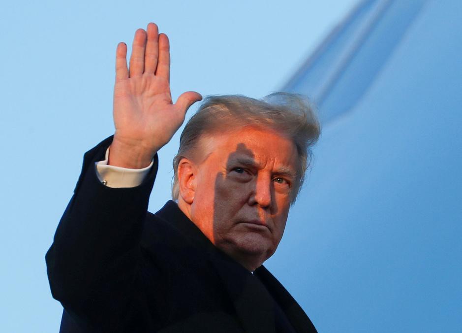 Trump ondertekent corona-hulppakket dan toch - na geldverlies voor miljoenen Amerikanen