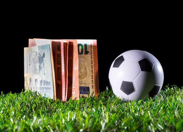Une taxe sur les commissions d'agent et un régime fiscal moins favorable pour les footballeurs de Pro League
