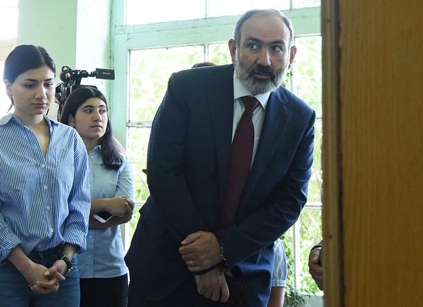 Uittredend premier Pasjinjan eist overwinning op in Armenië