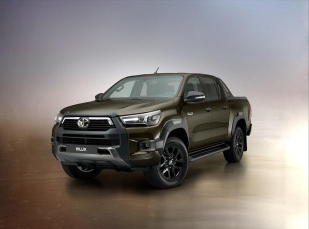 Le nouveau Toyota Hilux devient invincible