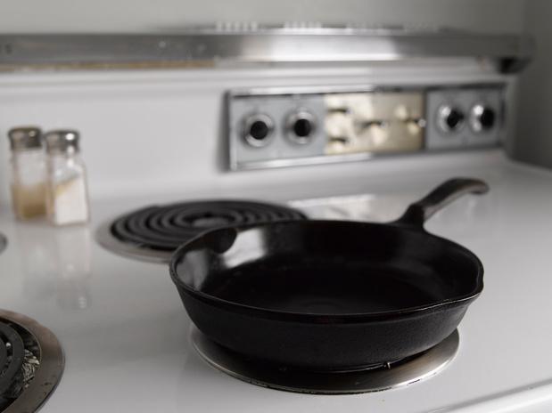 Les poêles à frire réduiraient la taille du pénis