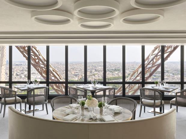 Son architecte, Aline Asmar d'Amman, nous parle du lifting du Jules Verne, restaurant de la tour Eiffel