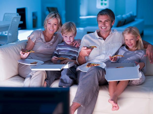 Tragere taalontwikkeling als de tv aanstaat tijdens de maaltijden