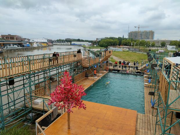 Brusselse publieke openluchtzwembad 'Flow' geopend voor publiek
