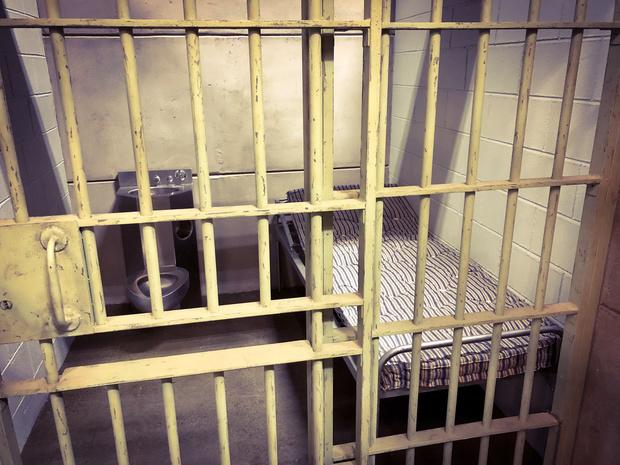 'Mensen opsluiten in een gevangenis voor minder zware feiten heeft geen enkel positief effect'