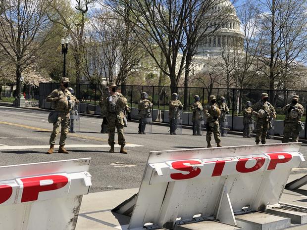 """Nouvelle attaque contre le Capitole à Washington: un policier tué, Joe Biden """"dévasté"""""""