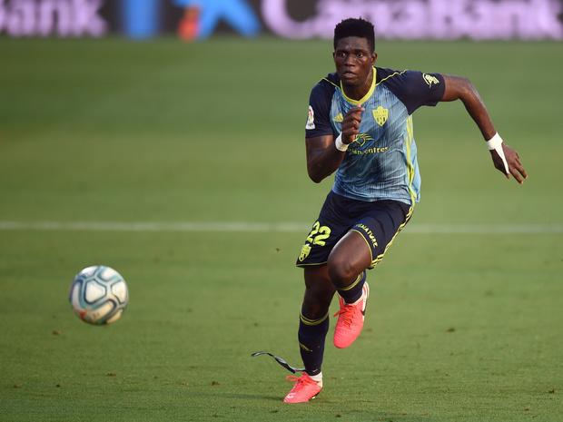 Un international nigérian vient renforcer la défense de Charleroi