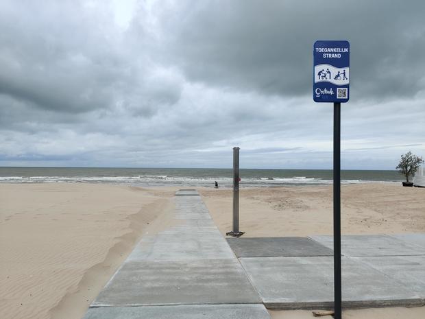 Ostende rend la plage accessible aux personnes en fauteuil roulant