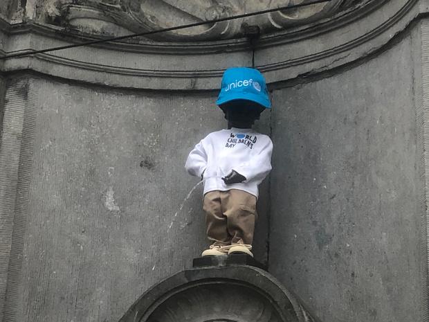 L'Unicef habille Manneken Pis pour les 30 ans de la convention des droits de l'enfant