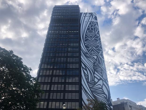 L'IT Tower à Bruxelles se pare de la plus grande fresque en Europe